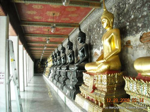 Black and Gold Buddhas